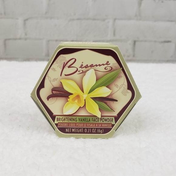 🆕️BNIB Besame Brightening Vanilla Powder